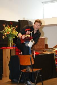 Matthijs Vlaardingerbroek nam zijn Henkie mee op het podium.